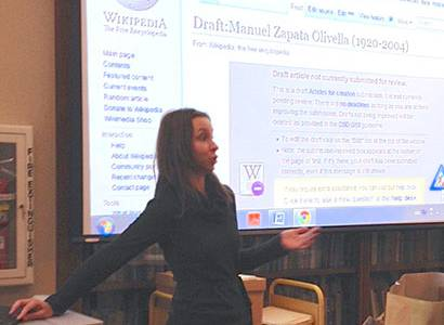 Fernanda Lane participating in the 2014 Wikipedia Edit-a-thon